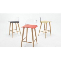 Muuto Style Nerd Stool in nude plastic with wood