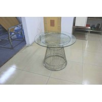 Panton wire table